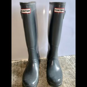 Hunter rain boots tall, slate grey, glossy.